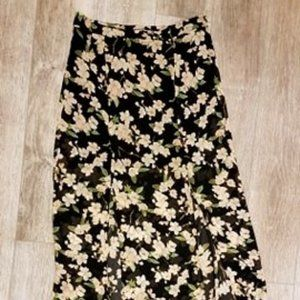 Floral maxi skirt forever 21 size M